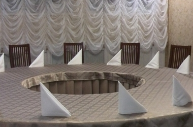 Шторы для банкетных залов бежевые